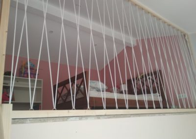 Garde corps en cordage dans une chambre d'enfant