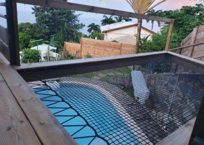 Filet SunBed suspendu sur une terrasse